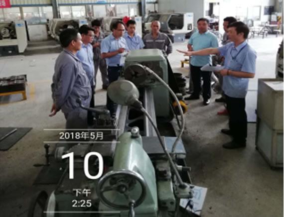机械公司(农用机械制造业)打造设备管理开展设备清扫活动